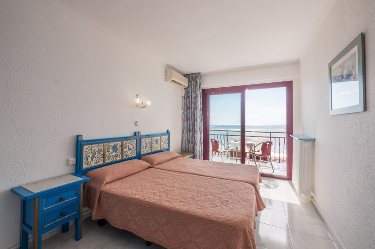 Hotel Checkin Garbi, Calella